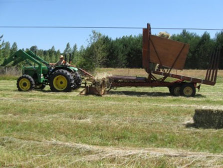 Tractor with bale wagon