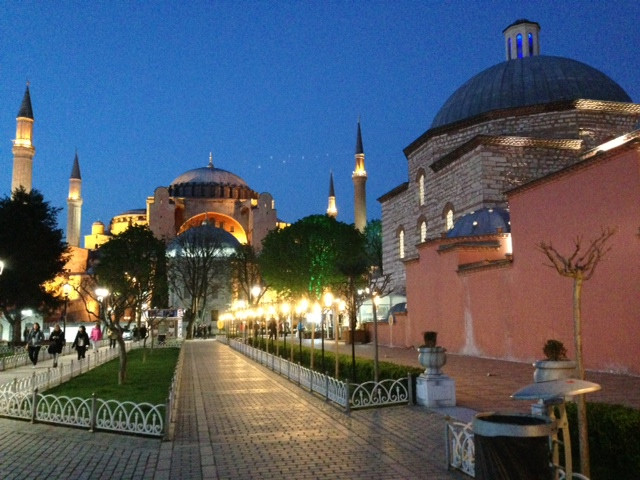 The Longest 6-Hour Layover Ever: My Istanbul Experience