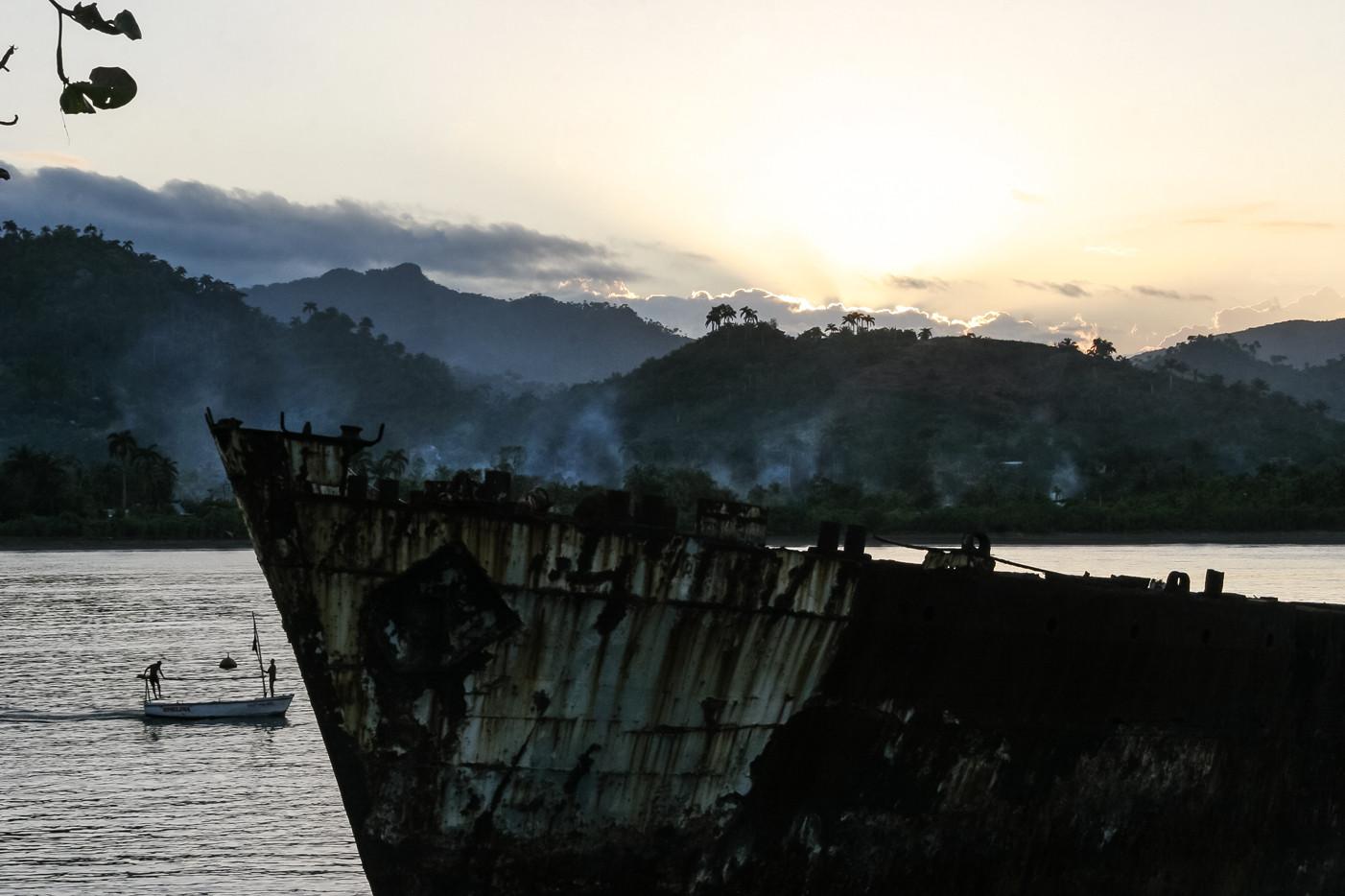 Barco encallado en Baracoa I