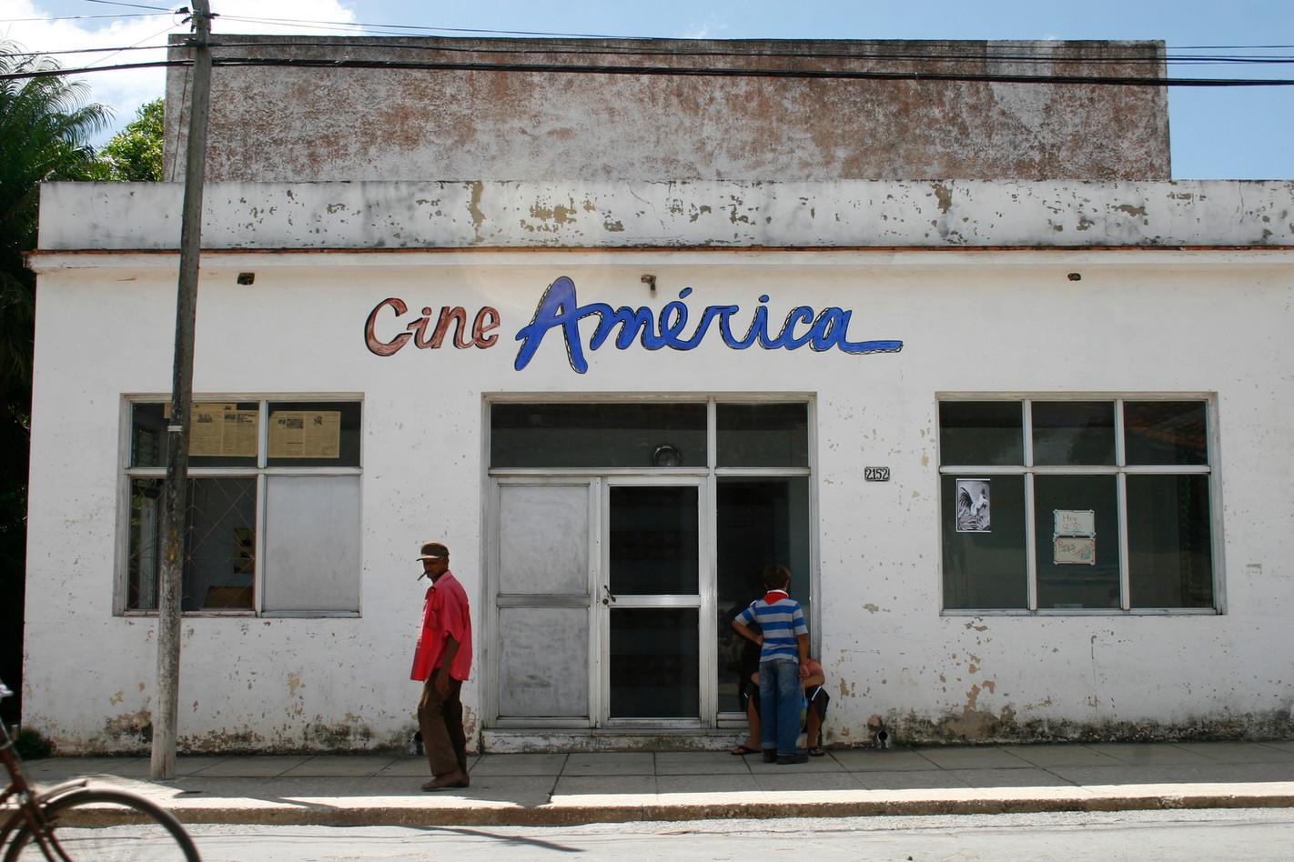 Cine América II