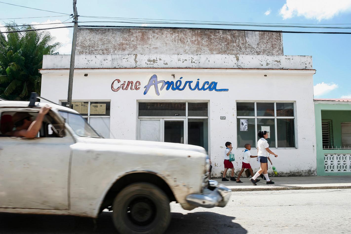Cine América I