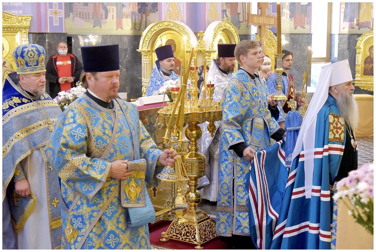 Митрополит Санкт-Петербургский и Ладожский Варсонофий совершил божественную литургию в нашем храме