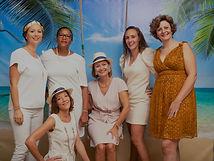6 femmes prennent la pose pour un Photocall