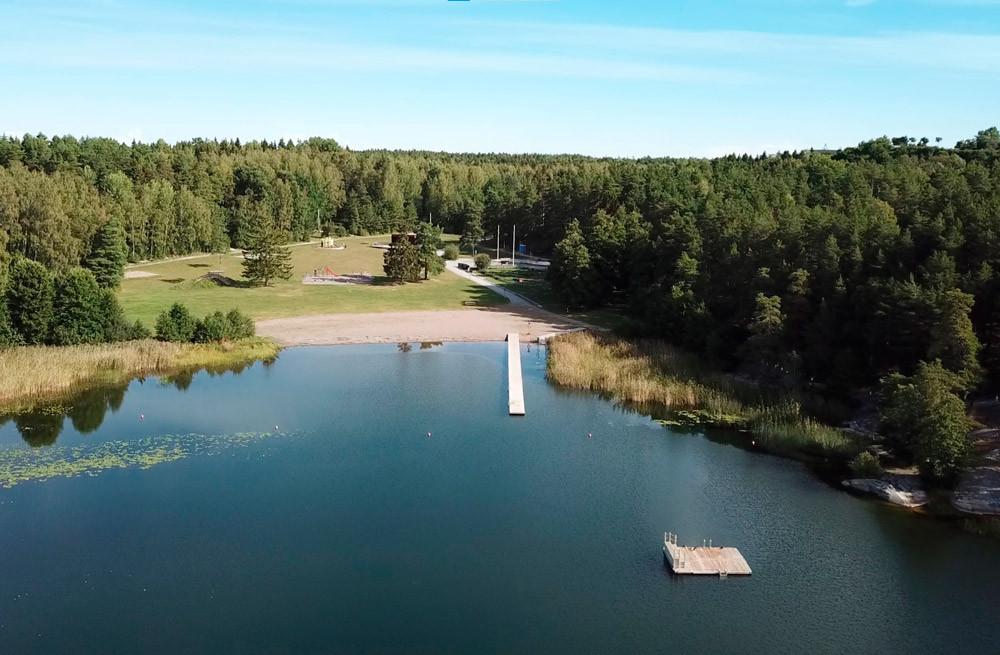 Tack vare projektet Goda förebilder räddar liv kommer det i sommar att finnas rödklädda badvärdar vid Lillsjöbadet i Upplands-Bro kommun. Deras uppgift är både att förebygga drunkningsolyckor och informera om badvett och vattensäkerhet.