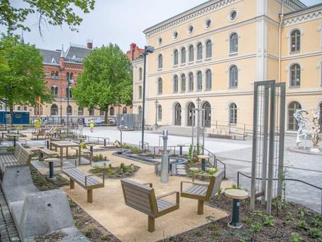 Teaterplan omgjord till en levande och grönskande plats