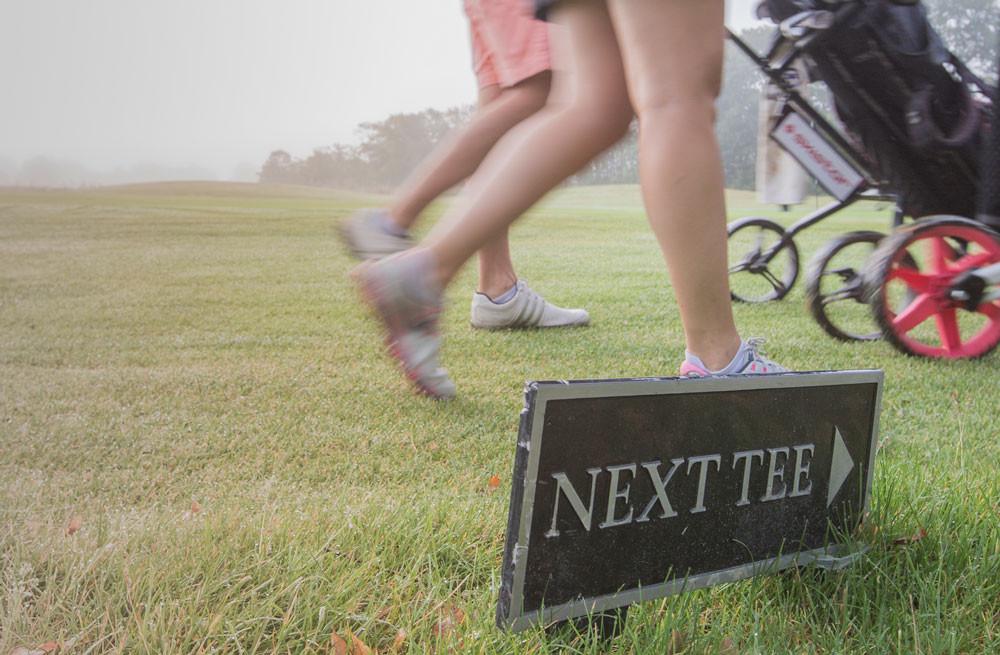 Golf innebär en variation av belastning på kroppen och under en 18-hålsrunda tar golfaren mellan 11 000 och 16 500 steg.