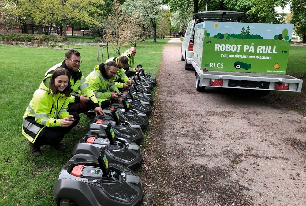 Karlstads nya robotgräsklippare redo för dagens arbete.
