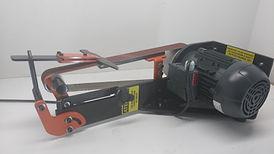 Lixadeira equipada com motor trifásico e dispositivo de afiação e desbaste