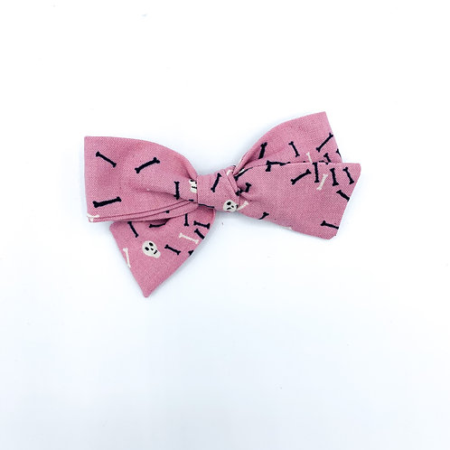 $5 Quincey Bow #193