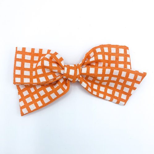 $5 Quincey Bow #160