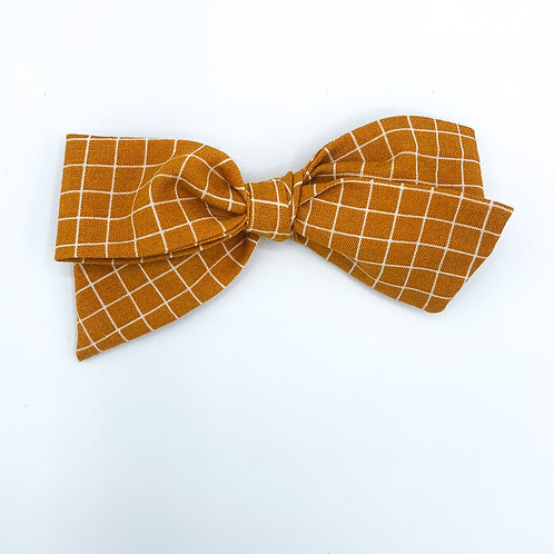 $5 Quincey Bow #162