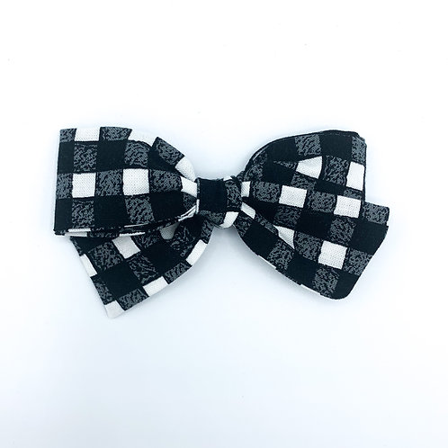 $5 Quincey Bow #152