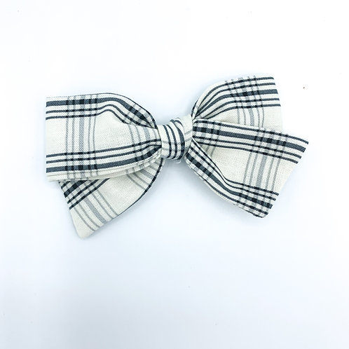$5 Quincey Bow #157