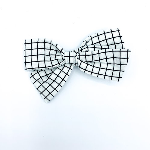 $5 Quincey Bow #145