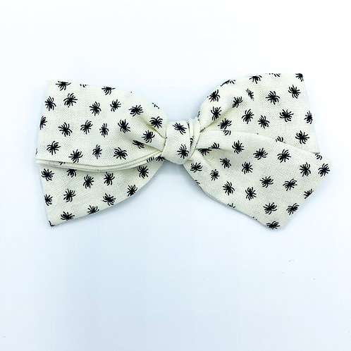 $5 Quincey Bow #173