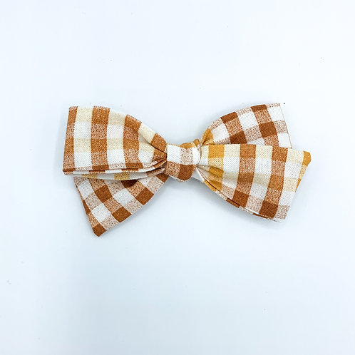 $5 Quincey Bow #131