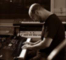 Black and White Movie | Alvaro Gandul am Klavier