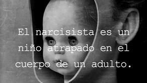 El narcisista es un niño atrapado en el cuerpo de un adulto.