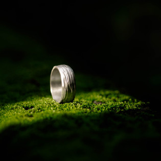 Joias Masculinas: um guia de como usar anéis