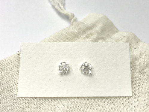 Satin open-clover ear stud (#A1130E)