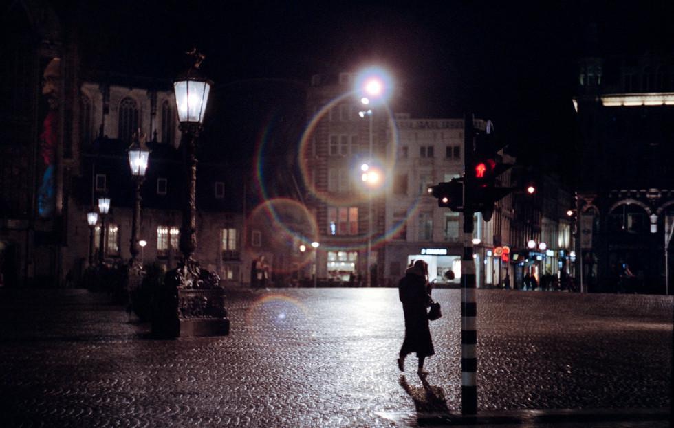 Girl-walks-home-alone-at-night.jpg