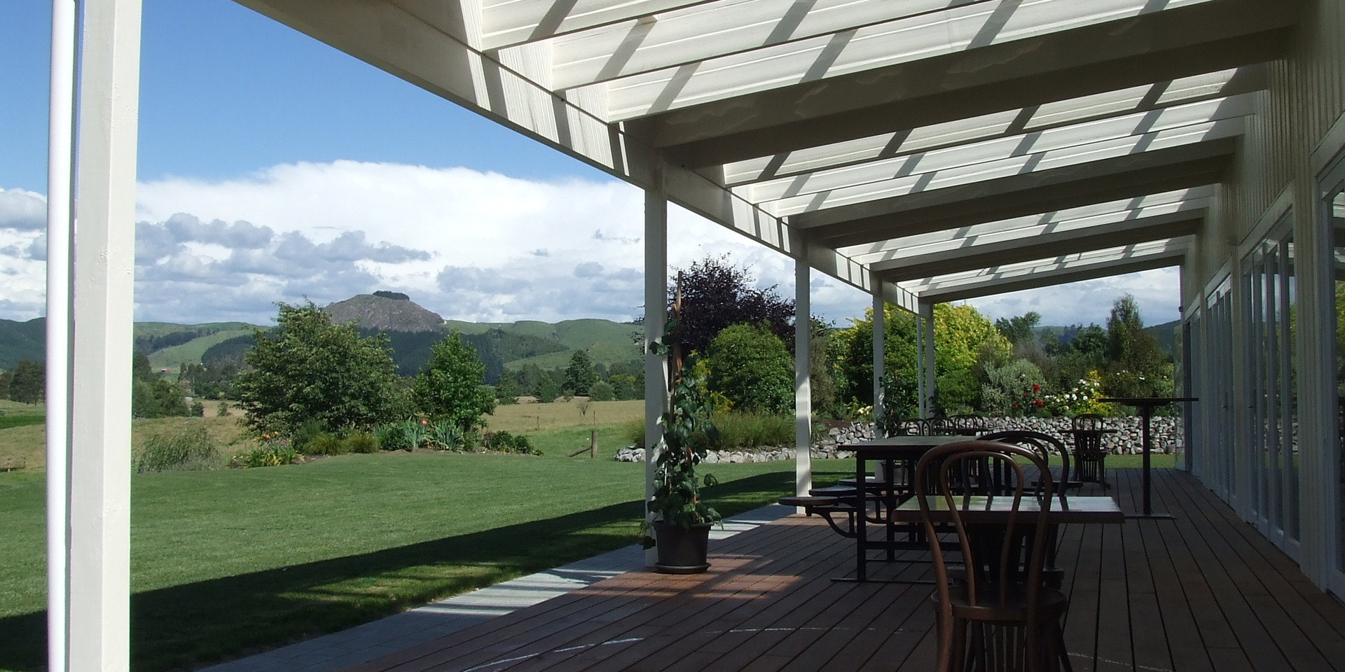 Expansive Grounds & Breath-taking Views - Broadlands Lodge