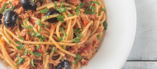 Spaghetti With Tuna Sauce And Olives