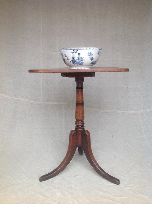 Georgian (c1790) Oak and Elm Tripod Wine Table