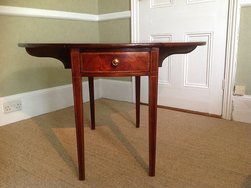 19th Century Elegant Oval Mahogany Pembroke Table