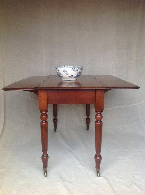 Victorian (c 1870) mahogany Pembroke table