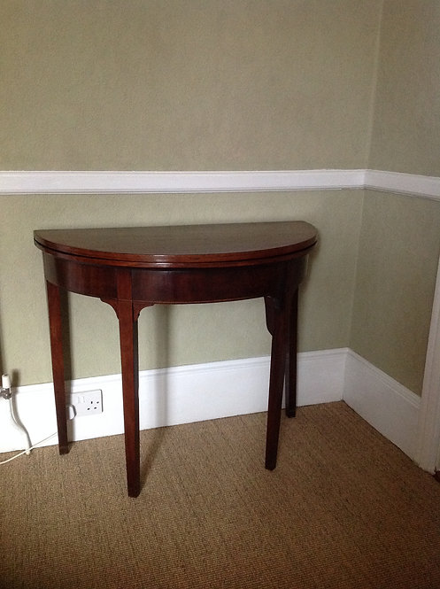Late Victorian (c 1890) Mahogany Bow Front Table