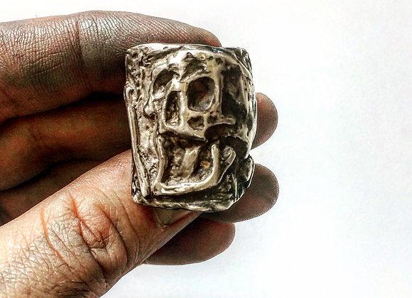 Plague Skull w/Bone Ring