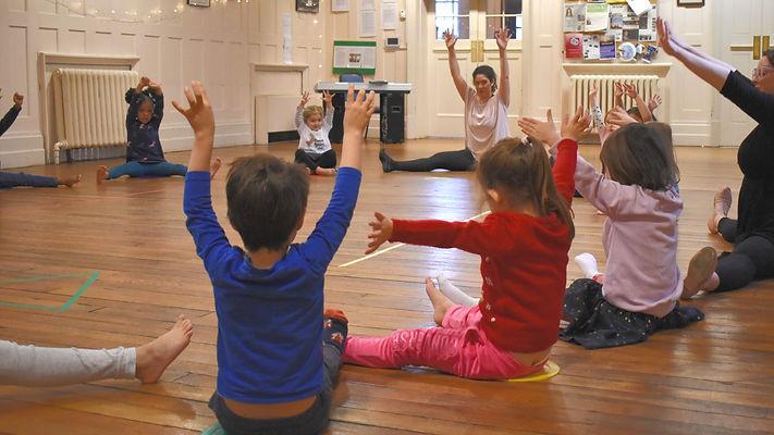 EYFS children have fun in a Theative dance class