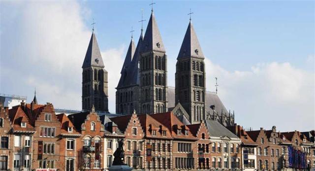 En plein coeur du centre historique, dans un superbe lieu du 17ème siècle, à deux pas des quais ! un site parfait la découverte de savoirs ancestraux. Et la prochaine session à Tournai c'est à partir du 3 mai, si ça vous tente, venez nous rejoindre.