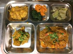 Thali au curry de crevettes
