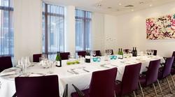 gi_meetingroom_7_698x390_FitToBoxSmallDimension_Center