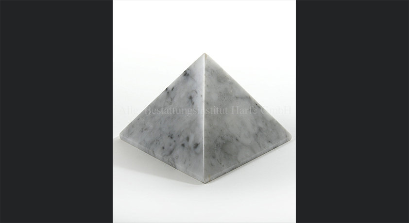 Pyramide weiss