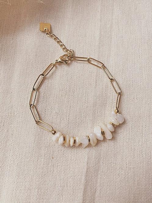 Bracelet doré et agate blanche
