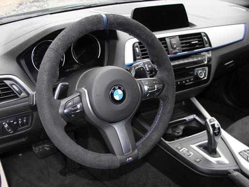 Hier haben wir wieder mal ein schönes BMW-Lenkrad bezogen...
