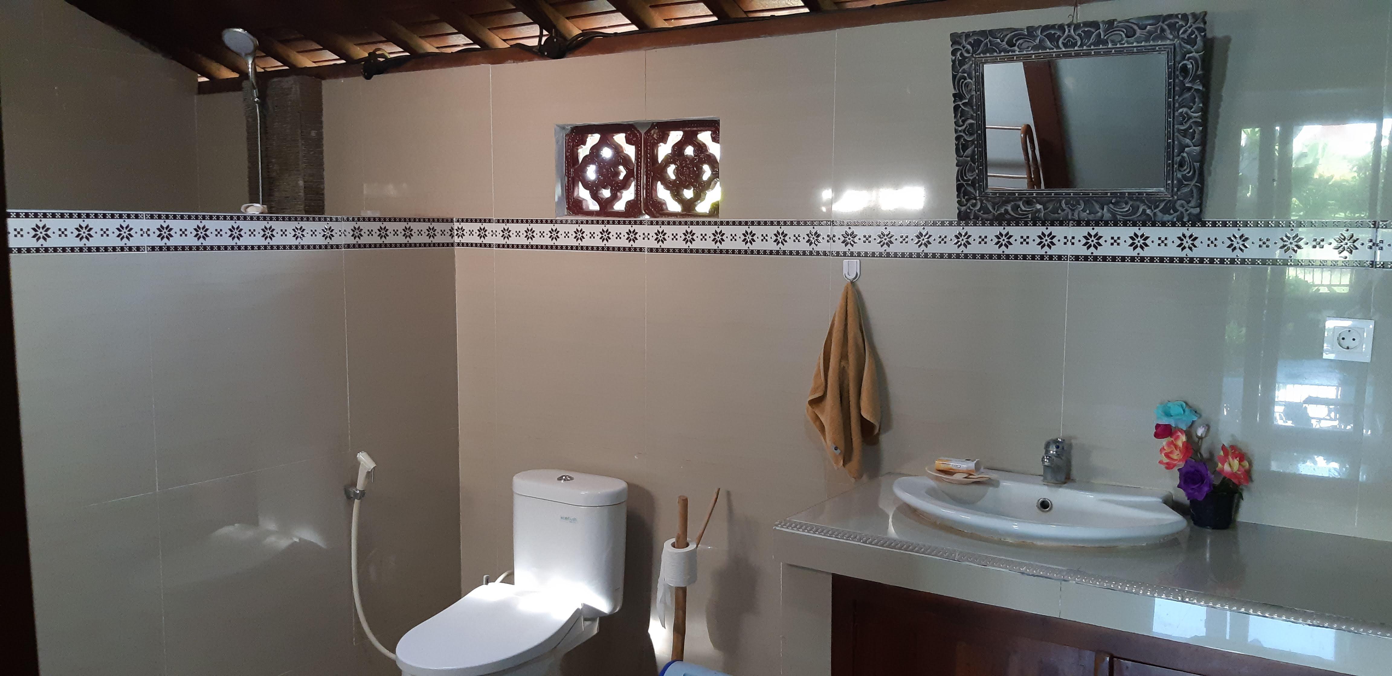 Teakbathroom