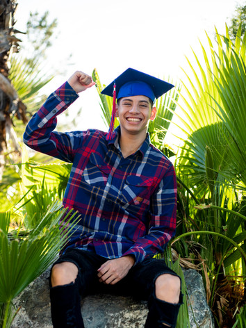 7 alex graduation portraits  - Encanto P