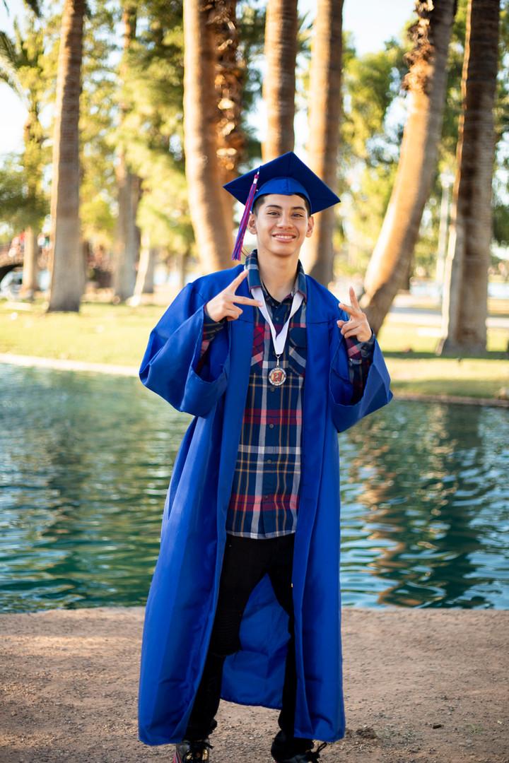 9 alex graduation portraits  - Encanto P