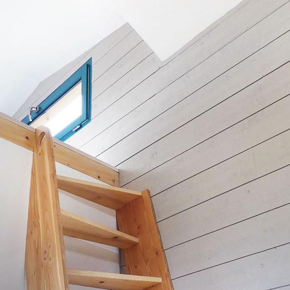 Escalier à pas japonais dans une tiny house