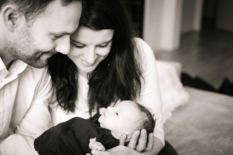 Familien Fotoshooting mit Newborn Wien, besondere Babyfotografie, Babyfotos Wien, Fotograf Tulln