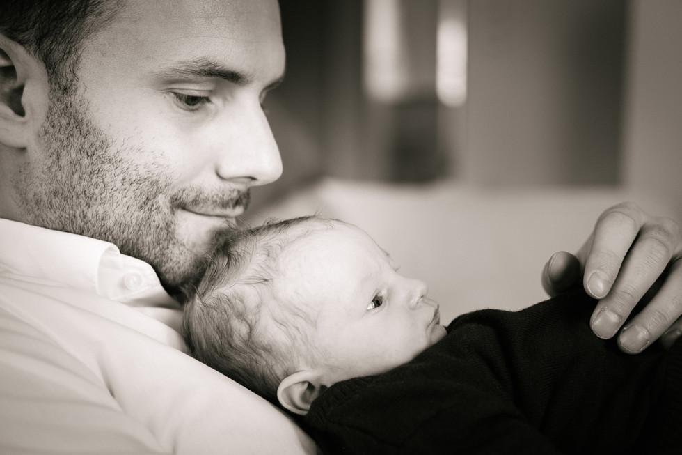 Newborn Fotoshooting Wien, Babyfotografie Wien, authentische Babyfotos, Familienfotos mit Baby, babyfotograf Wien