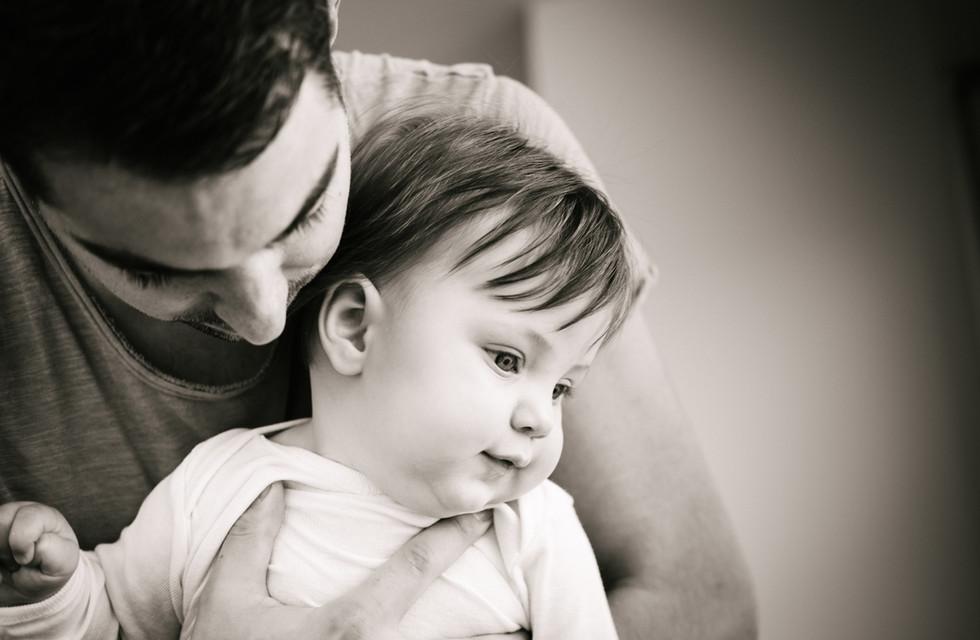 Babyfotoshooting in Wien, schwarz weiß Babyfotografie, Tulln, Klosterneuburg Fotograf