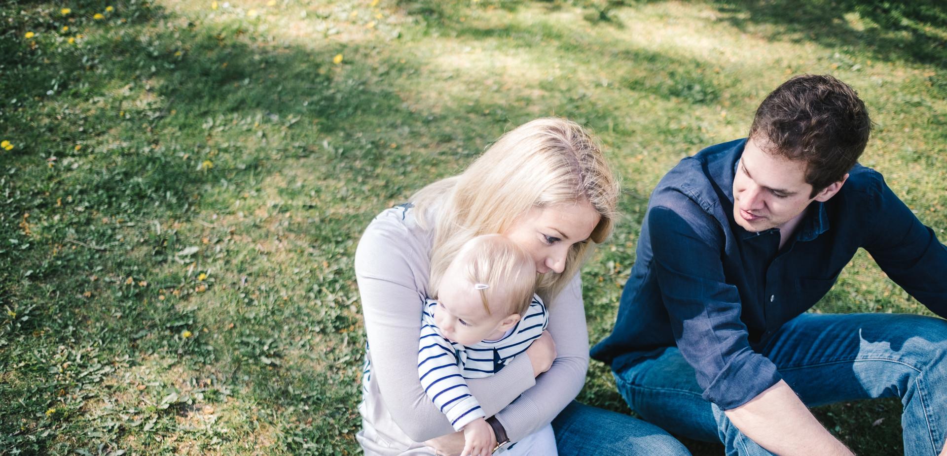 Authentische Familienfotos, Baby Fotoshooting Wien Outdoor, Fotograf Tulln, Klosterneuburg Familienfotograf, Krems