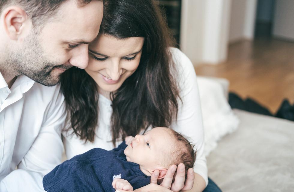 Baby Fotoshooting Wien, authentische Babyfotos bei euch Zu Hause, Klosterneuburg Fotograf, Wien