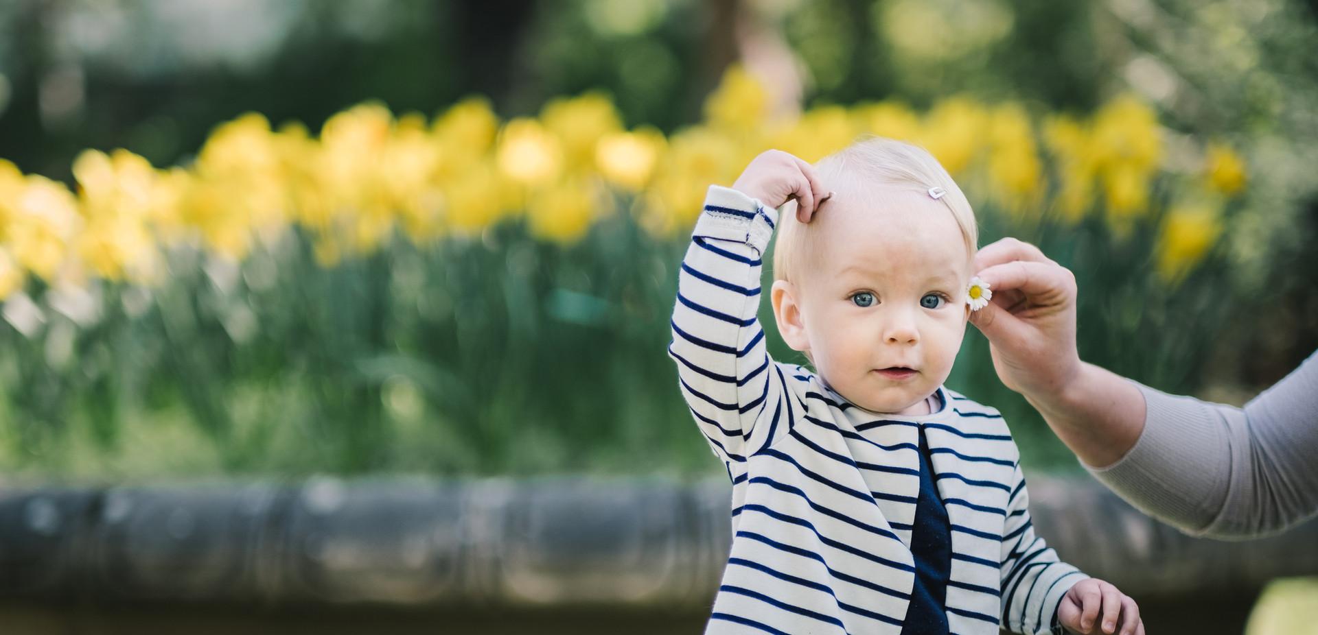 besondere Babyfotos Wien, Familienfotos in Wien Liechtensteinpark, Fotograf Tulln, Familien Fotoshooting