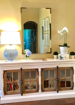 Living room entry table with lamp